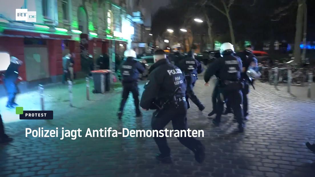 Hamburg: Polizei jagt Antifa-Demonstranten bei Protest gegen Ausgangssperre