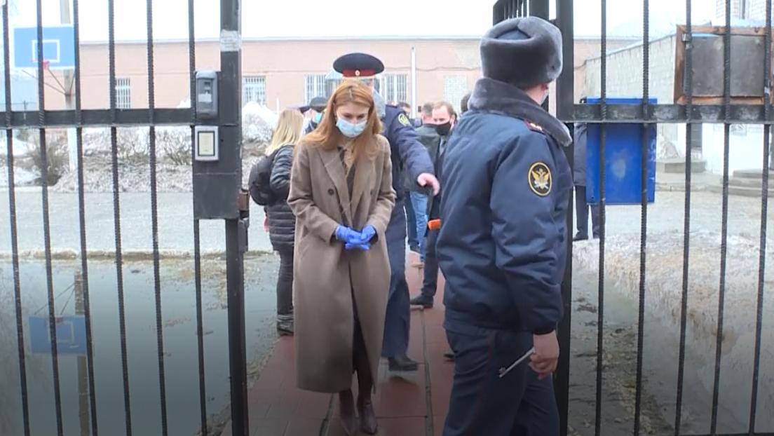 Ehemalige US-Gefangene Maria Butina besucht Nawalnys Strafkolonie – seine Anhänger in Rage