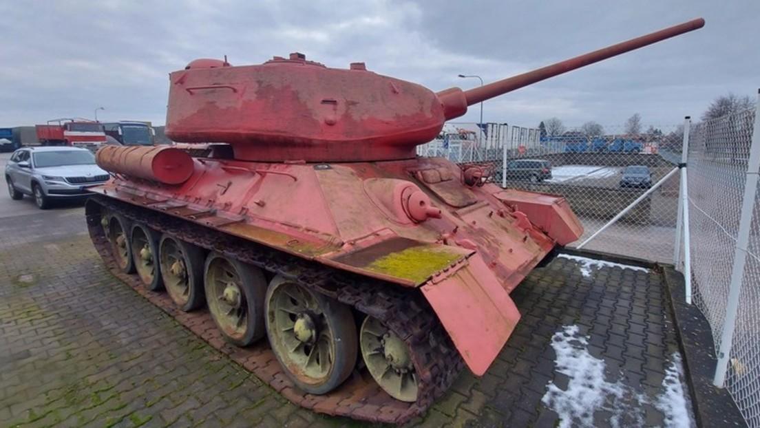Waffenamnestie in Tschechien: Mann übergibt Polizei T-34-Panzer und Artilleriekanone