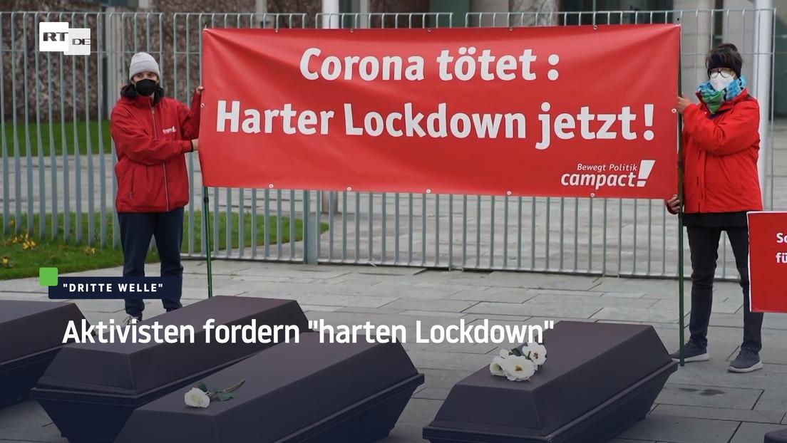 """Aktion mit Särgen vor Kanzleramt – """"Campact"""" fordert härteren Lockdown"""