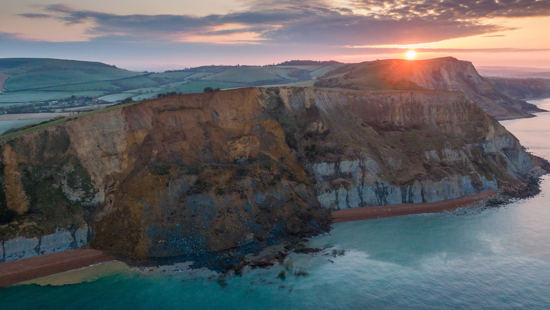 Massiver Erdrutsch in England: 300 Meter breite Klippe des UNESCO-Weltnaturerbes abgestürzt