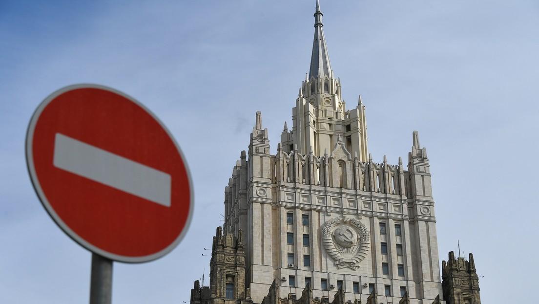 Russisches Außenamt bekundet entschiedenen Protest gegen Ausweisung von Diplomaten aus Tschechien