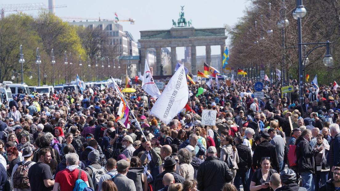 Berlin LIVE: Demonstrationen gegen Änderung des Infektionsschutzgesetzes
