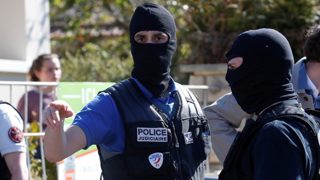 Messerangriff auf Polizeiwache bei Paris: 49-jährige Polizeiangestellte getötet – Täter erschossen