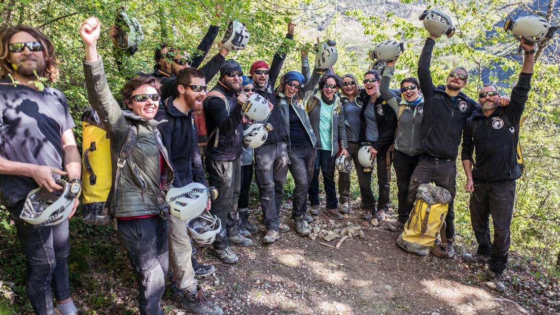 """""""Als hätte man den Pausenknopf gedrückt"""": 15 Freiwillige verlassen Höhle nach 40 Tagen in Dunkelheit"""