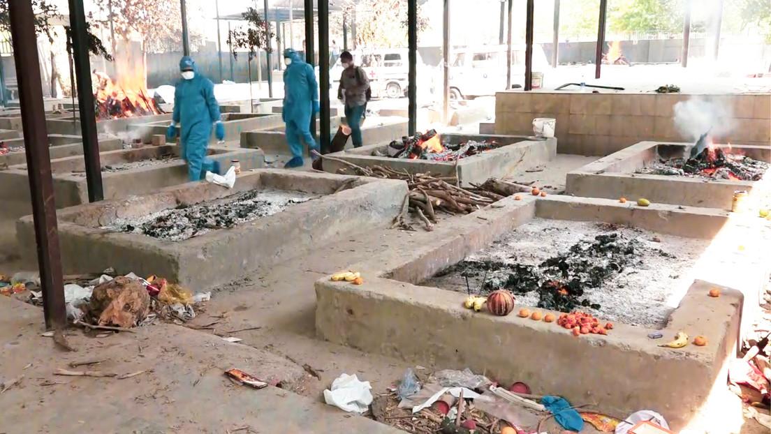 Wegen überlasteter Krematorien: Indien verbrennt Leichen in Park – Regierung zensiert Kritiker