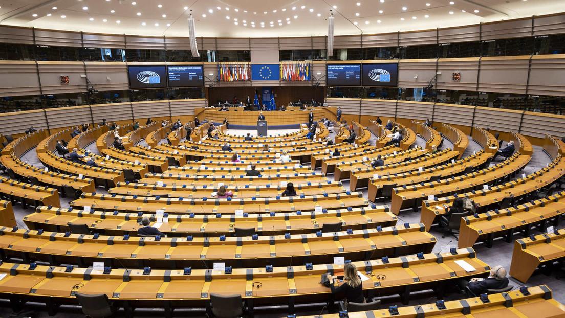 """EU-Parlament stimmt für """"EU Covid-19 Zertifikat"""" - Streit mit Ländern um Umsetzung"""