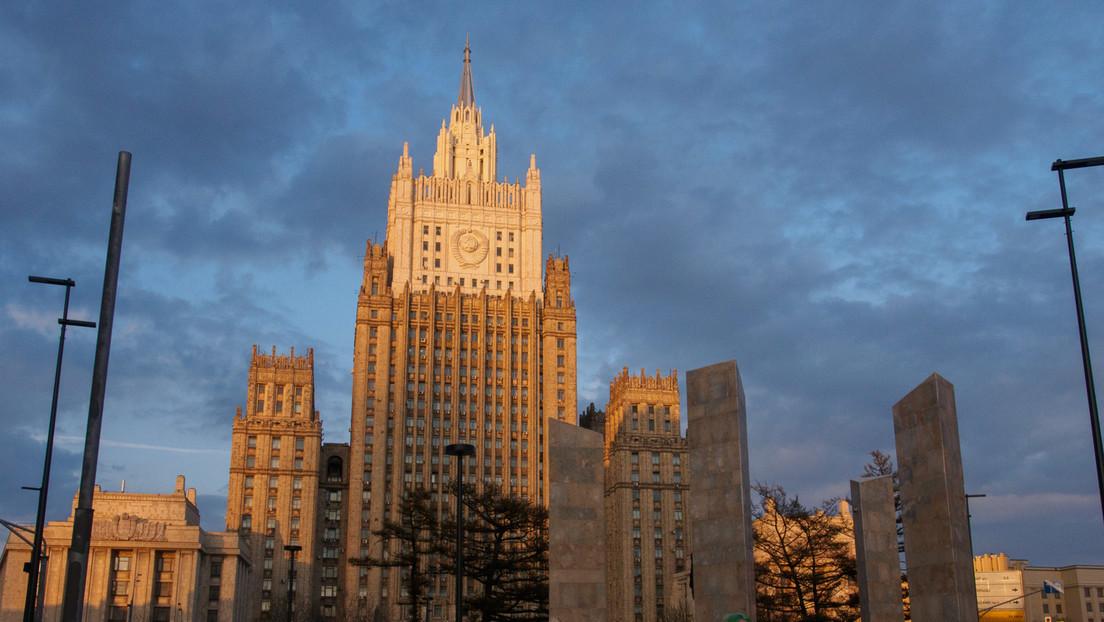 """Russland weist sieben Botschaftsangestellte von """"mit Tschechien solidarischen"""" Staaten aus"""
