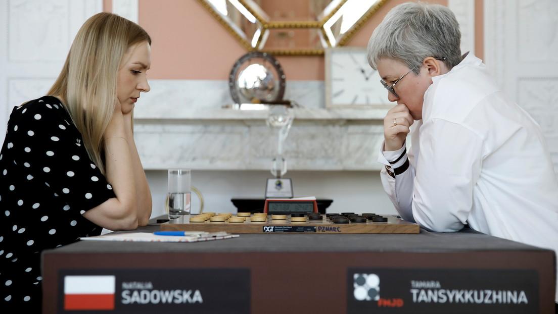 Eklat bei Dame-Weltmeisterschaft: Polnischer Schiri entfernt russische Flagge vom Spieltisch