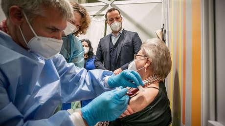 COVID-19-Impfungen mit Nebenwirkungen: Bundesinstitut streicht schwere Verdachtsfälle aus der Liste