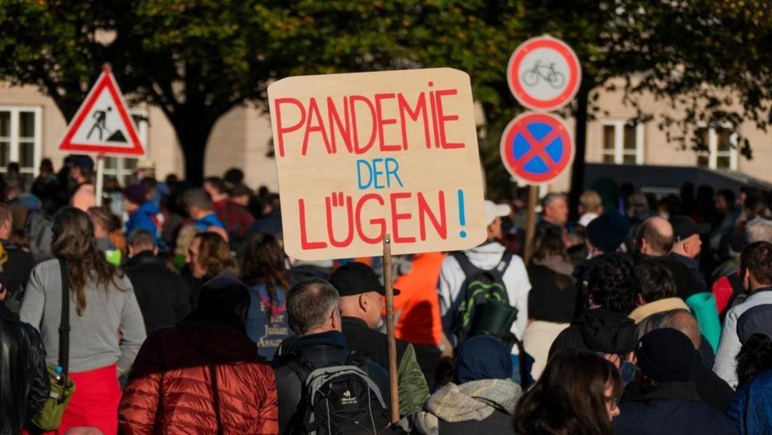 """LIVE: Demo der """"Freien Linken"""" gegen Corona-Maßnahmen in Berlin"""