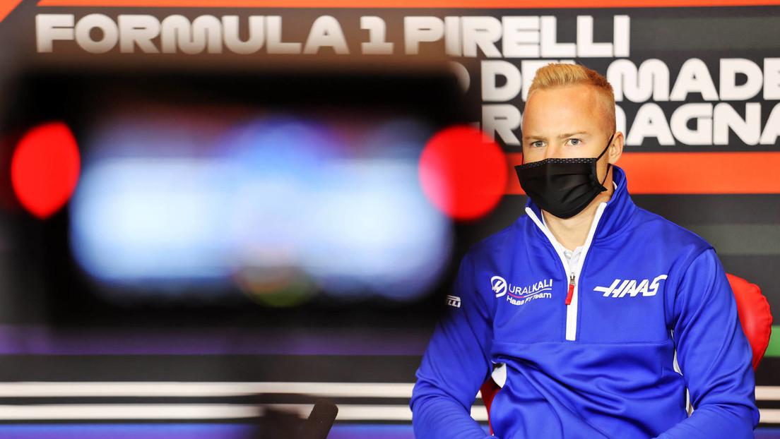 Russischer Formel-1-Fahrer kniet vor dem Rennen nieder und sorgt für Irritationen