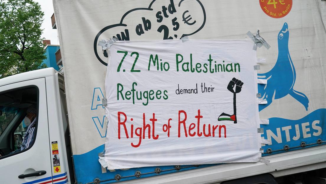 Propalästinensische Demonstranten ziehen im Autokorso durch Berlin