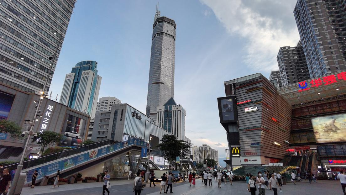 China: 75 Stockwerke hoher Wolkenkratzer gerät aus unerklärlichen Gründen ins Schwanken