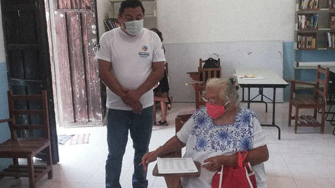 Mexikanerin absolviert Grundschule im Alter von 71 Jahren und erntet Bewunderung in Sozialen Medien