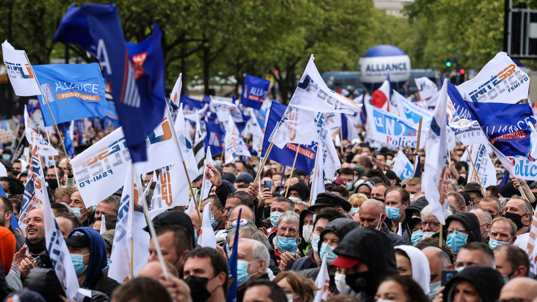 Nach Mord an Kollegen: Tausende Polizisten demonstrieren in Paris