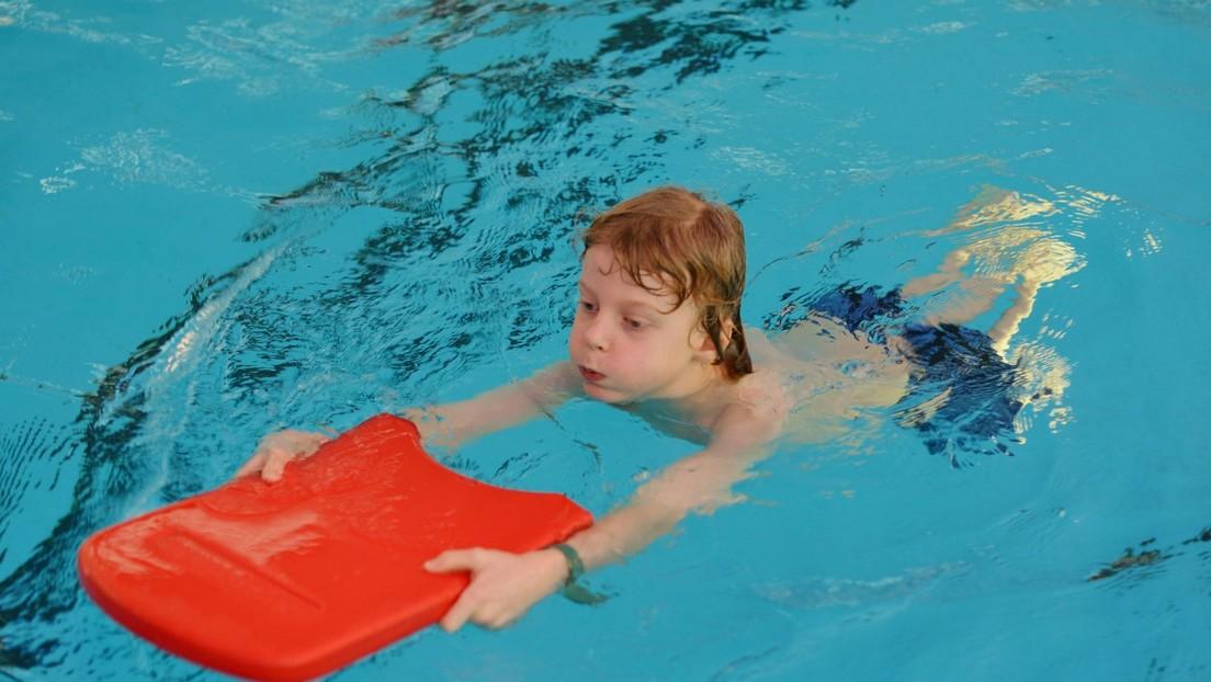 Wegen Corona-Politik verpassen 70.000 Kinder den Schwimmunterricht