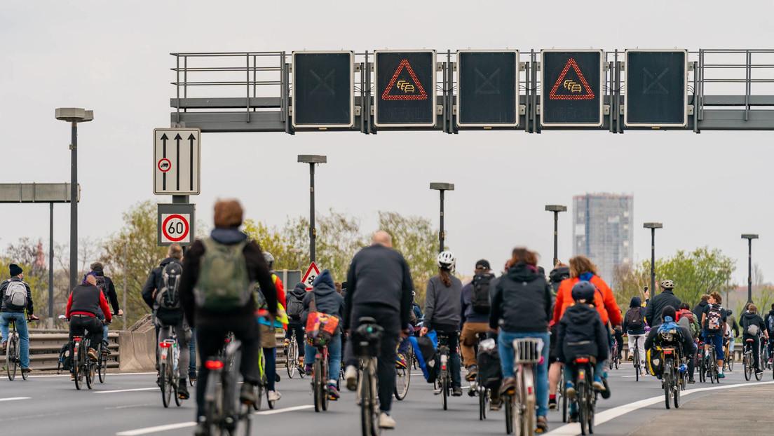 Nur noch zwölf private Autofahrten im Jahr – Berlin als Vorreiter der Fahrradrepublik?