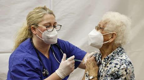 57 Wissenschaftler und Ärzte fordern einen sofortigen Stopp aller Impfungen gegen COVID-19