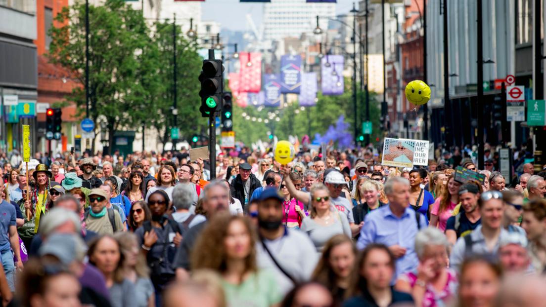 Und was sagen die Qualitätsmedien? Tausende protestieren in London gegen Corona-Politik
