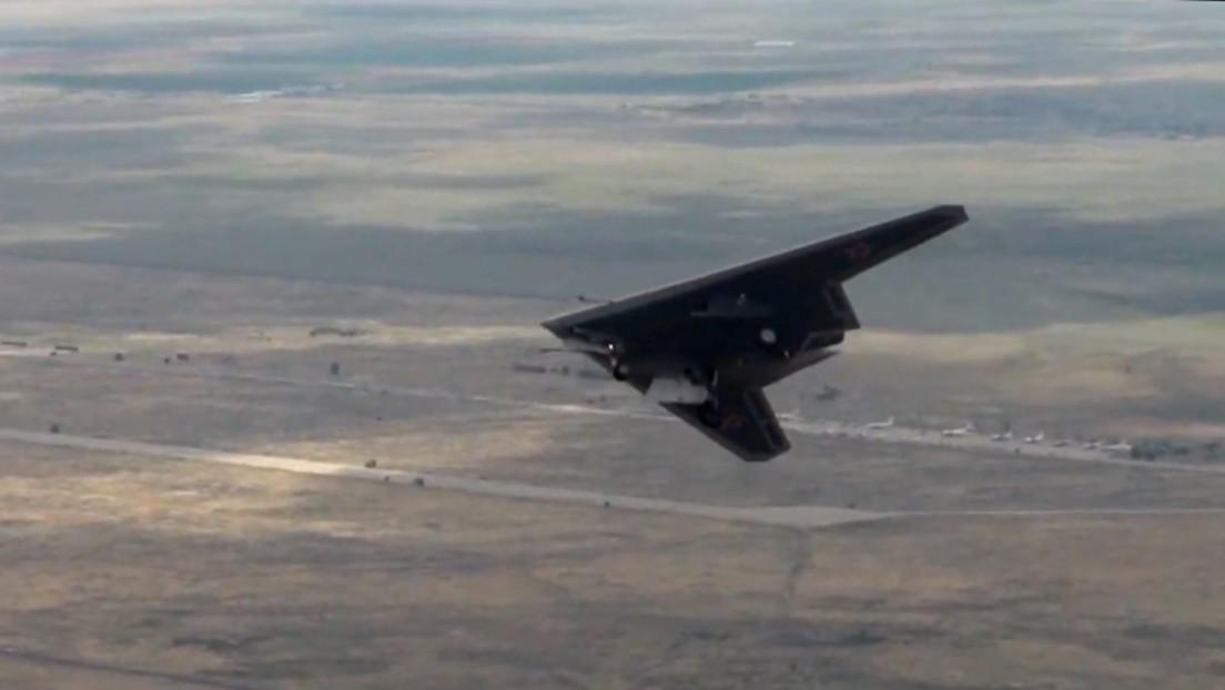 Der Schrecken der NATO: Die neue russische Stealth-Drohne Suchoi S-70 Ochotnik