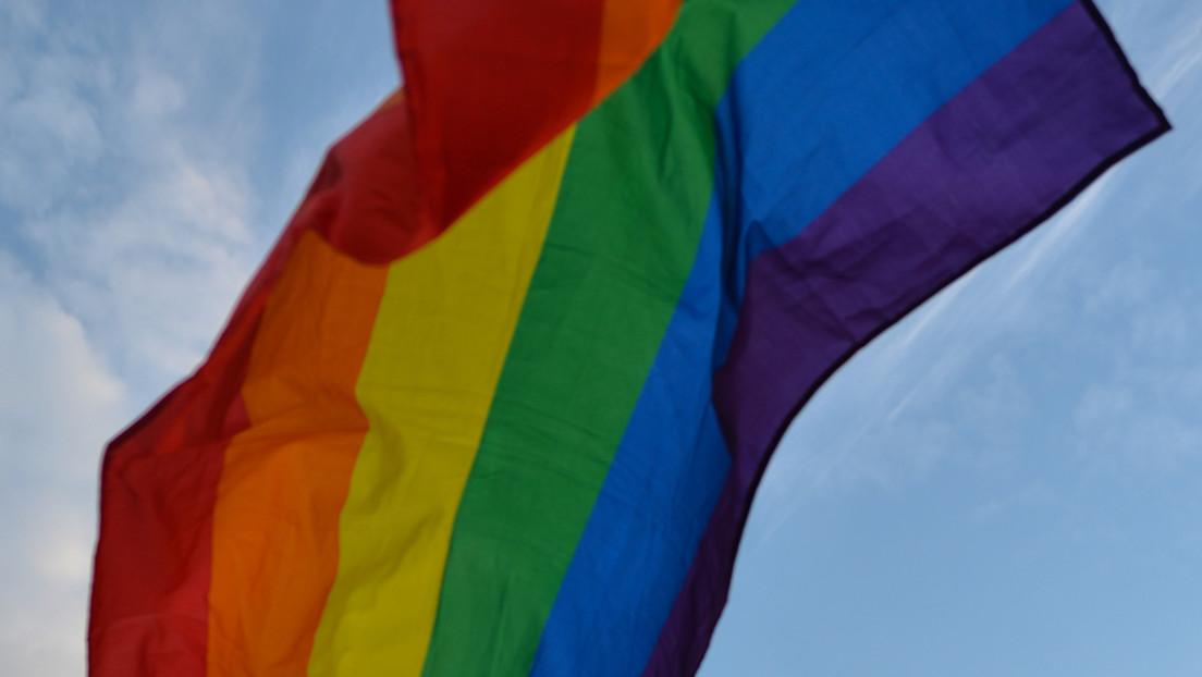 Echtes Karma? – Crew einer Yacht unter LGBT-Flagge rettet Schwulenhasser, die sie zuvor beleidigten