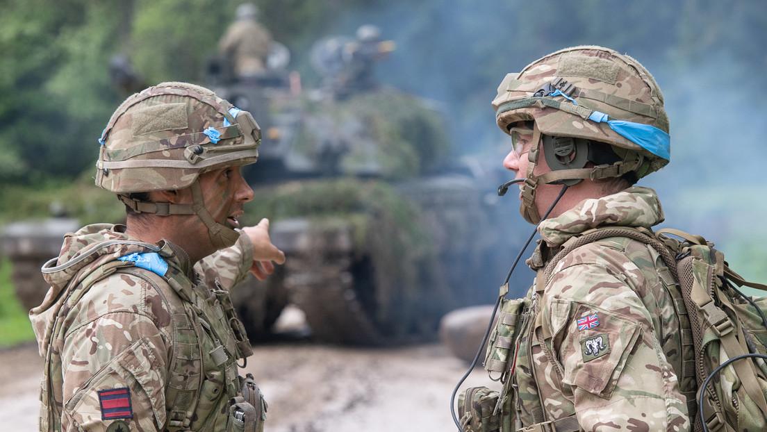 """""""Russland muss schuld sein"""": Betrunkene britische Soldaten in Estland aus Zug geworfen"""