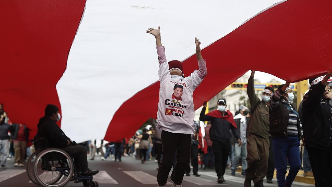 Präsidentschaftswahl in Peru: Sozialistischer Kandidat Castillo liegt knapp vor Fujimori