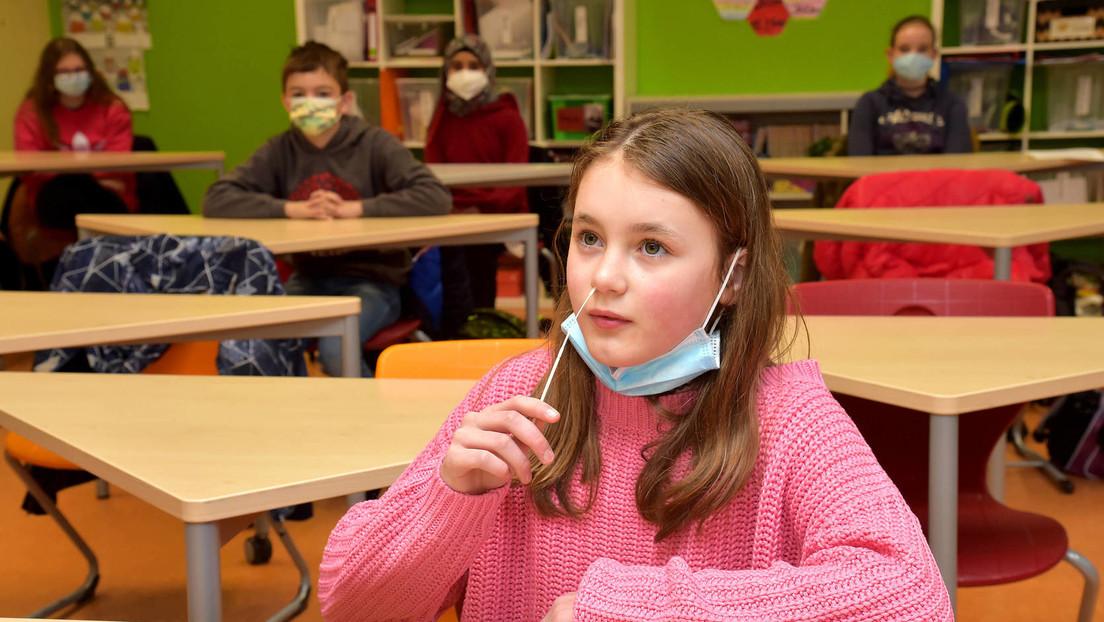 Kaum Positivfälle, fehlende Daten: Trotzdem hält NRW an Masken und Pflichttests für Schüler fest