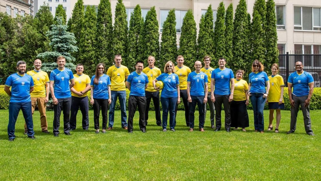 """""""Ruhm den Helden"""": Umstrittener Slogan auf Ukraine-Trikots nun doch erlaubt"""