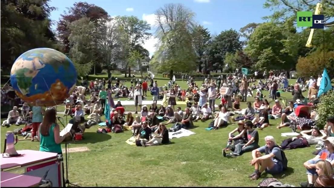 LIVE: Protest von Umweltaktivisten beim G7-Gipfel in Cornwall