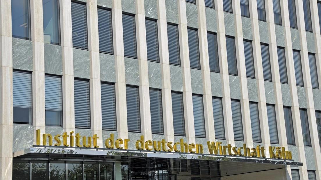 Institut der deutschen Wirtschaft: Deutsche sollen mehr arbeiten und weniger Urlaub machen