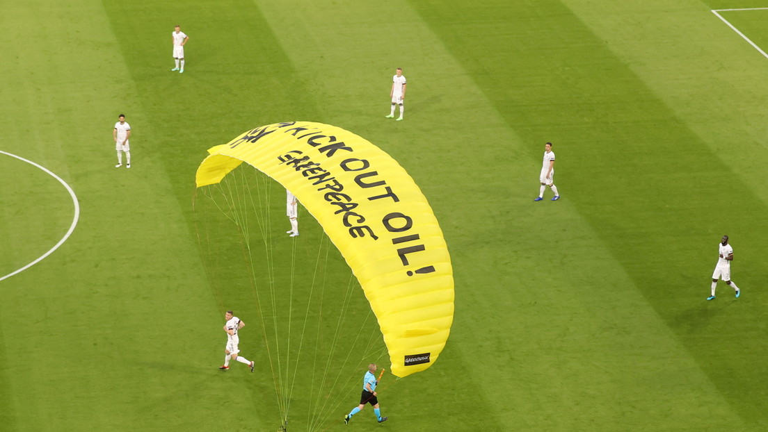 """""""Rücksichtslos und gefährlich"""": Ermittlungen nach Protestaktion vor EM-Spiel"""