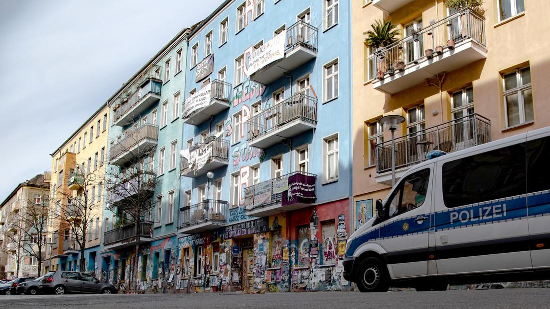 Aufstand der Hausbesetzer Rigaer Straße Berlin: Brennende Barrikaden, fliegende Steine und Böller