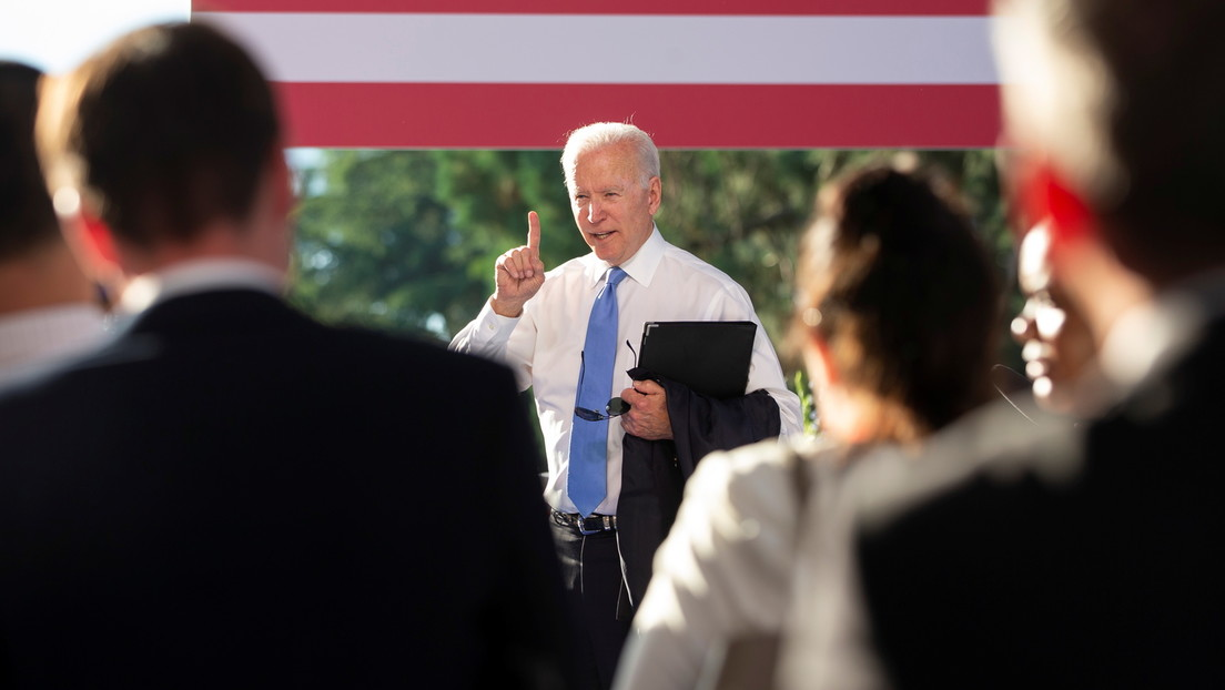 """Biden macht fälschlicherweise die """"Kapitol-Randalierer"""" für den Tod eines Polizisten verantwortlich"""