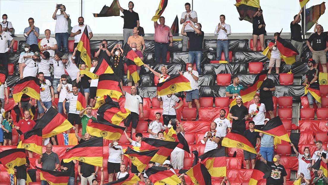 """Bayerns Gesundheitsminister kritisiert """"Masken-Ignoranz"""" beim EM Spiel Deutschland-Portugal"""