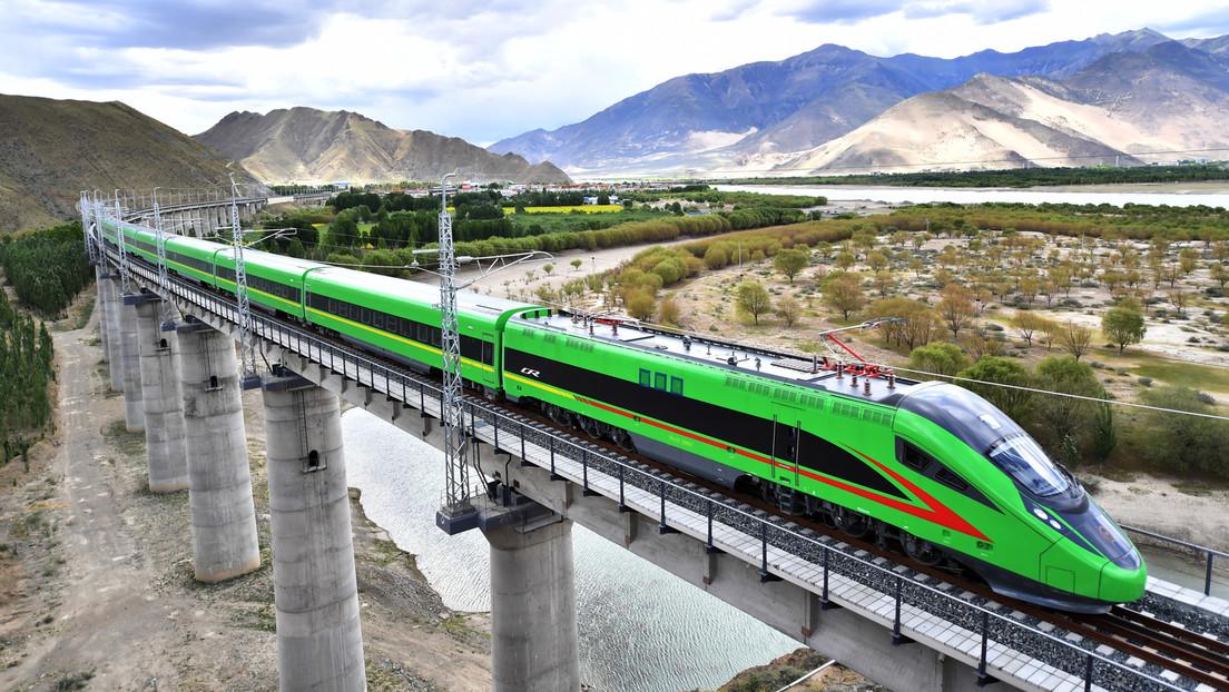 Mit Hochgeschwindigkeit durchs Hochgebirge: Neue Eisenbahnstrecke in Tibet