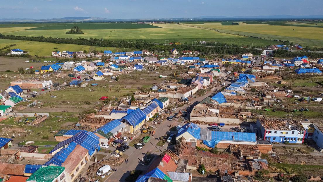 Tschechien zieht Bilanz nach Tornado: Auf 26 Kilometern 1.200 Häuser beschädigt