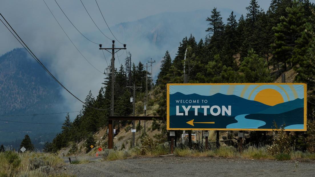 Immense Waldbrände durch Rekordhitze in Kanada – Historisches Dorf zu 90 Prozent niedergebrannt
