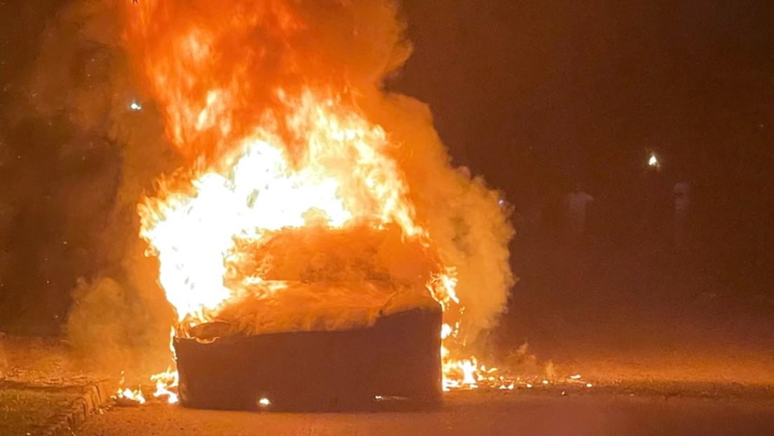 Neues Tesla Model S geht während Fahrt in Flammen auf