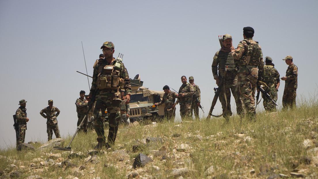 Afghanistan: 1.000 Regierungssoldaten fliehen über Grenze – Taliban rücken auf mehreren Fronten vor