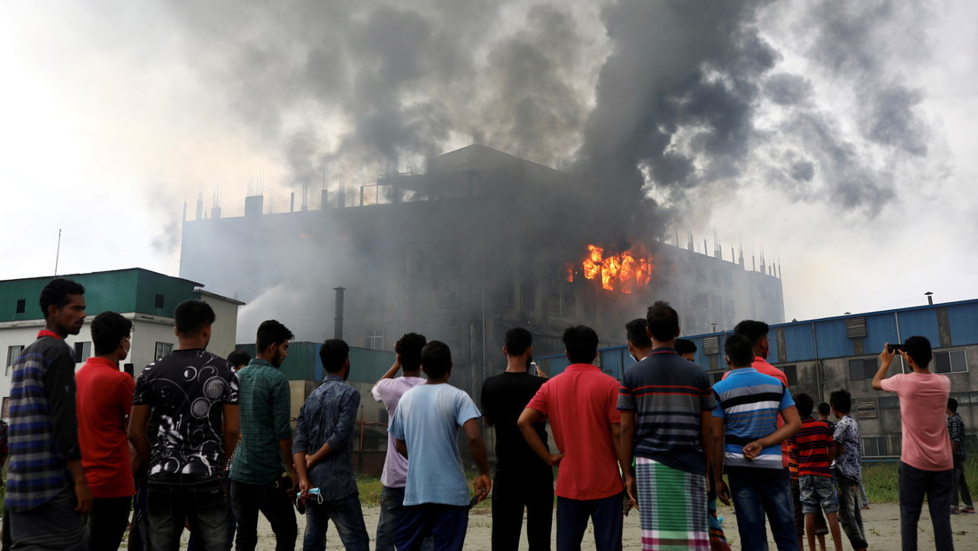 Mindestens 52 Tote bei Fabrikbrand in Bangladesch