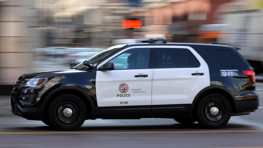 Mann verschluckt sich bei Polizeikontrolle an Drogentüte – Beamter hilft ihn mit Heimlich-Manöver