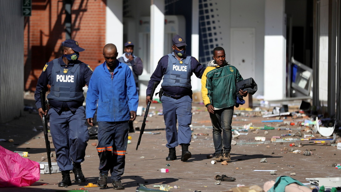 Festnahmen und Militärpatrouillen nach Protesten und Plünderungen in Südafrika