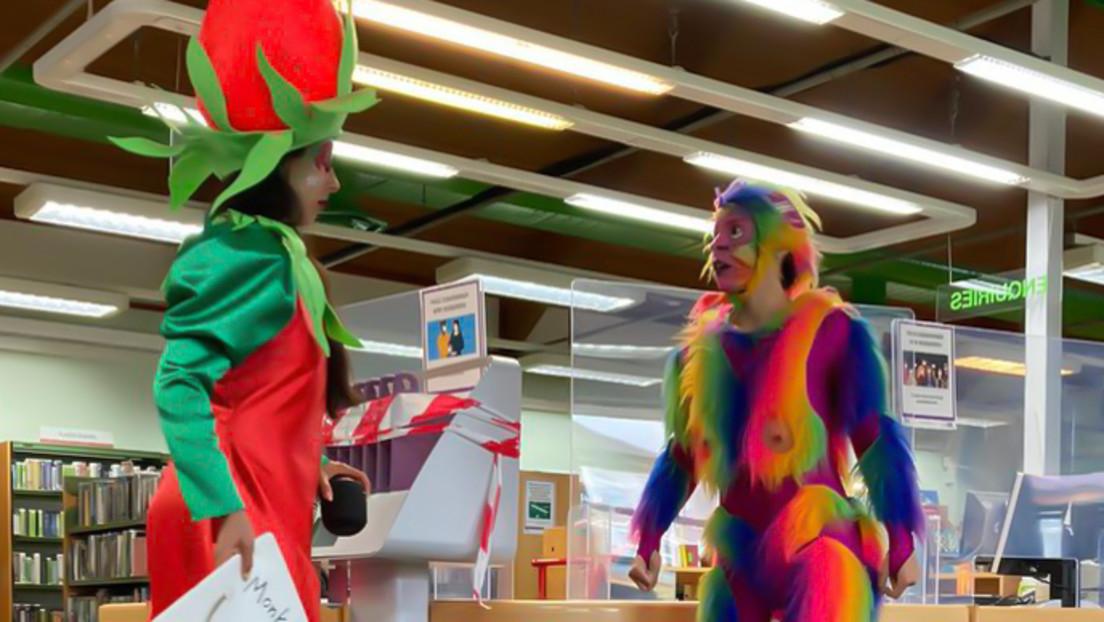 Um Kinder zum Lesen zu motivieren: Britische Bibliothek heuert Mann im Affen-Dildo-Kostüm an