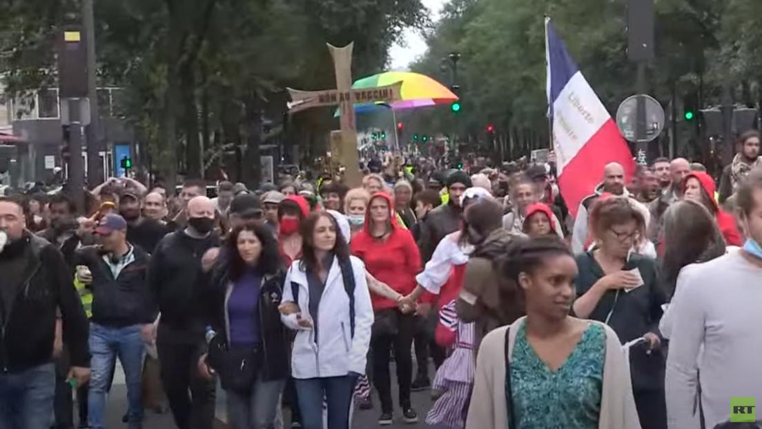 Heftige Proteste am Nationalfeiertag gegen Impfpflicht in Frankreich – Polizeigewalt eskaliert