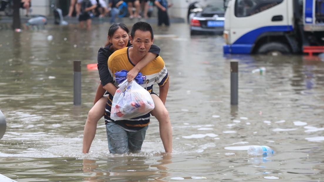 Schwere Regenfälle sorgen für Überflutungen in chinesischer Metropole Zhengzhou