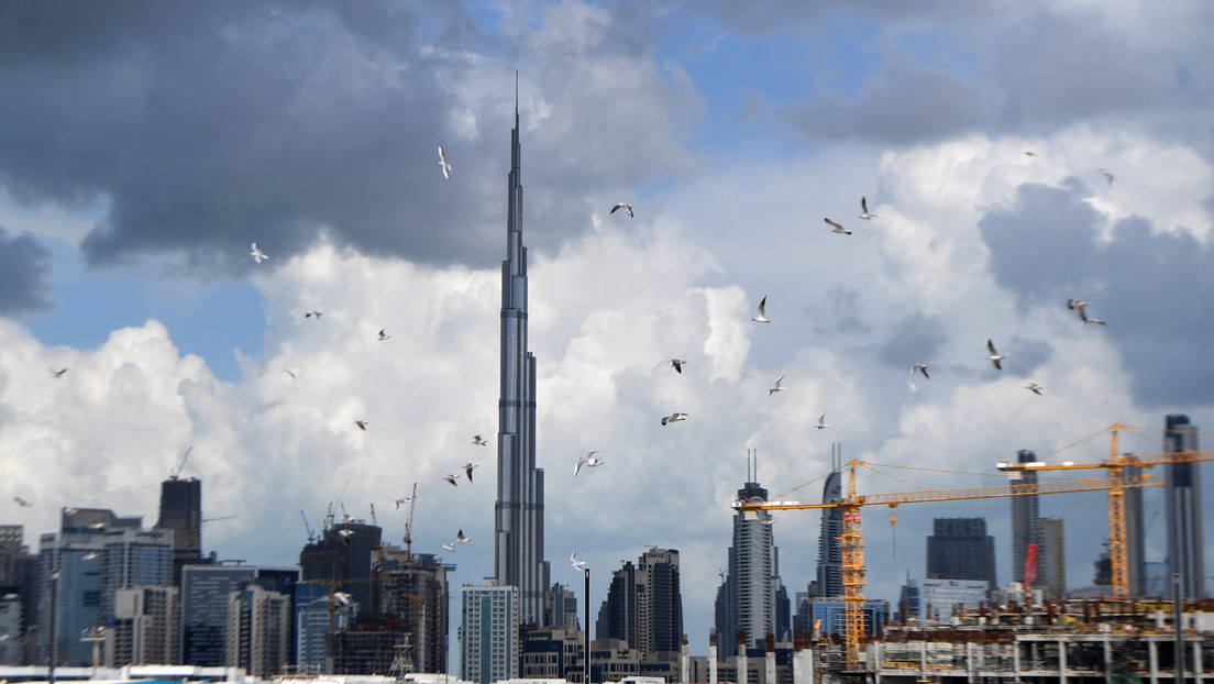 """""""Monsunartige Wolkenbrüche"""": Vereinigte Arabische Emirate erzeugen """"Fake-Regen"""" mit Drohnen"""