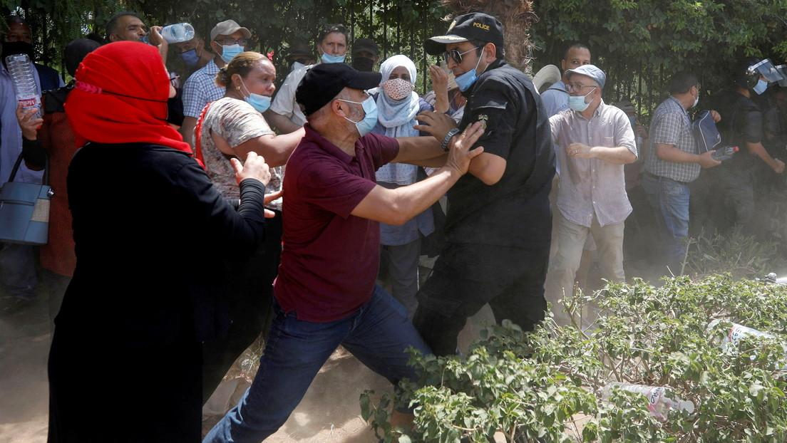 Lage in Tunesien angespannt: Rangeleien vor dem Parlament – Büro von Al Jazeera geräumt