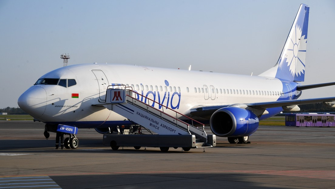 Weißrussisches Flugzeug landet in Moskau mit nur einem funktionierenden Triebwerk